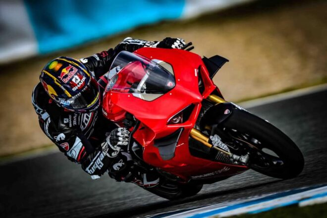 Johann Zarco se je za trening v Jerezu že zapeljal z Ducatijem Panigale V4S.